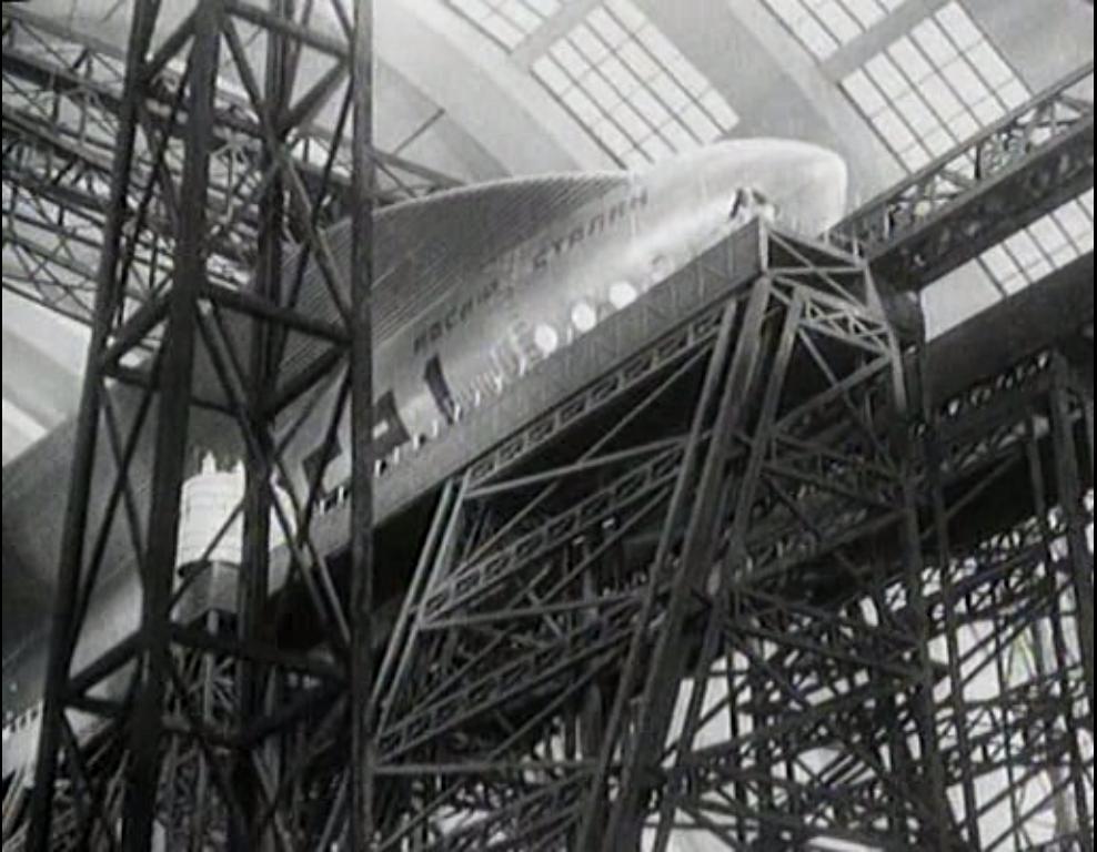 1934 Studioul Mosfilm începe filmările la Călătoria cosmică